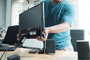 パソコンや周辺機器を入れ替えるが社内では設定が間に合わない....